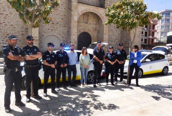 El Ayuntamiento convoca 2 plazas de Trabajador-a Social Fijas y 7 plazas de agente de la policía local, todas ellas mediante oposición libre