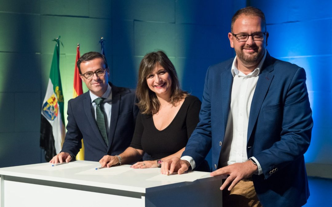 La Alcaldesa de Navalmoral firmó en Mérida el acuerdo para impulsar los Objetivos de Desarrollo Sostenible.