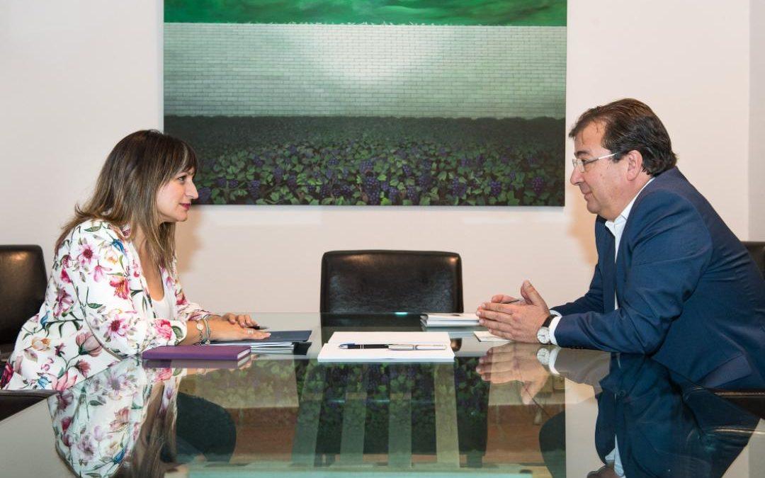 La Alcaldesa, Raquel Medina, mantuvo un encuentro con el Presidente de la Junta de Extremadura en el que abordaron, entre otros temas, el soterramiento del tren.