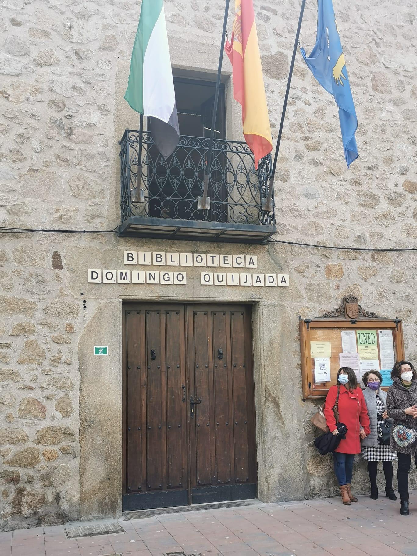 La familia de Domingo Quijada ha inaugurado la Biblioteca Municipal que desde hoy lleva su nombre.