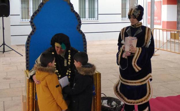 El Príncipe Aliatar habilita una cuenta de correo electrónico para recibir las cartas a los Reyes Magos.