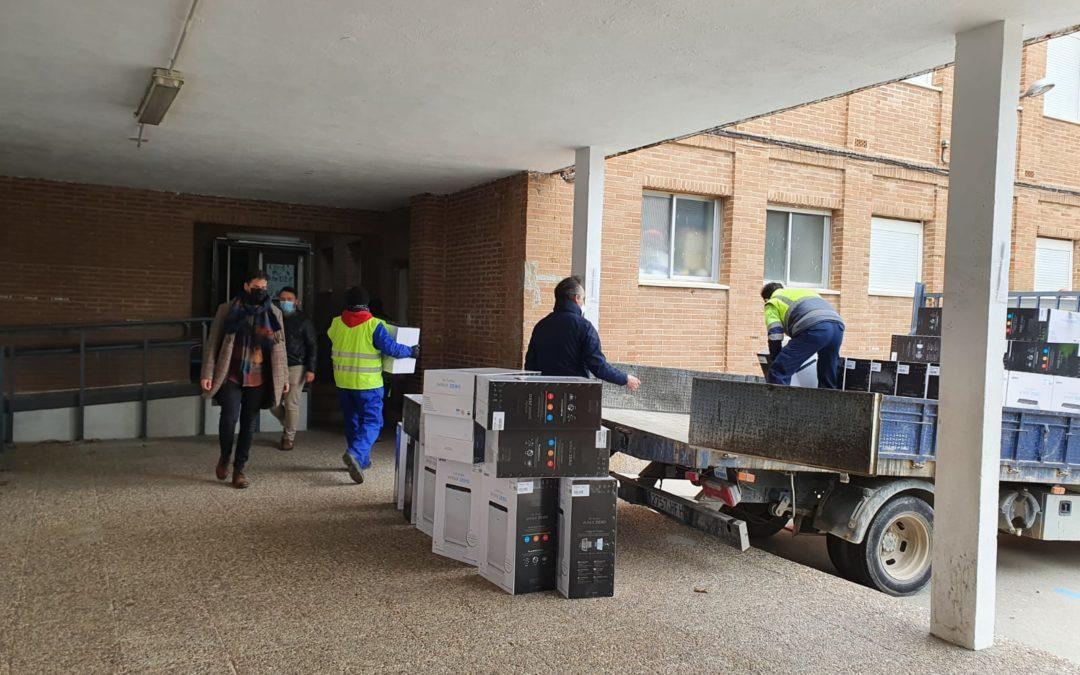 Comienzan a instalarse en los centros educativos los 406 purificadores adquiridos por el Ayuntamiento.